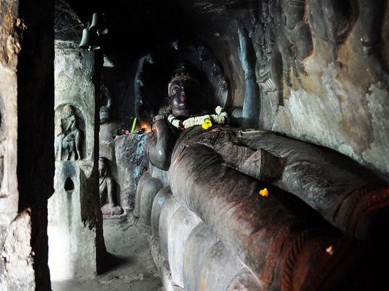 inside of undavalli caves